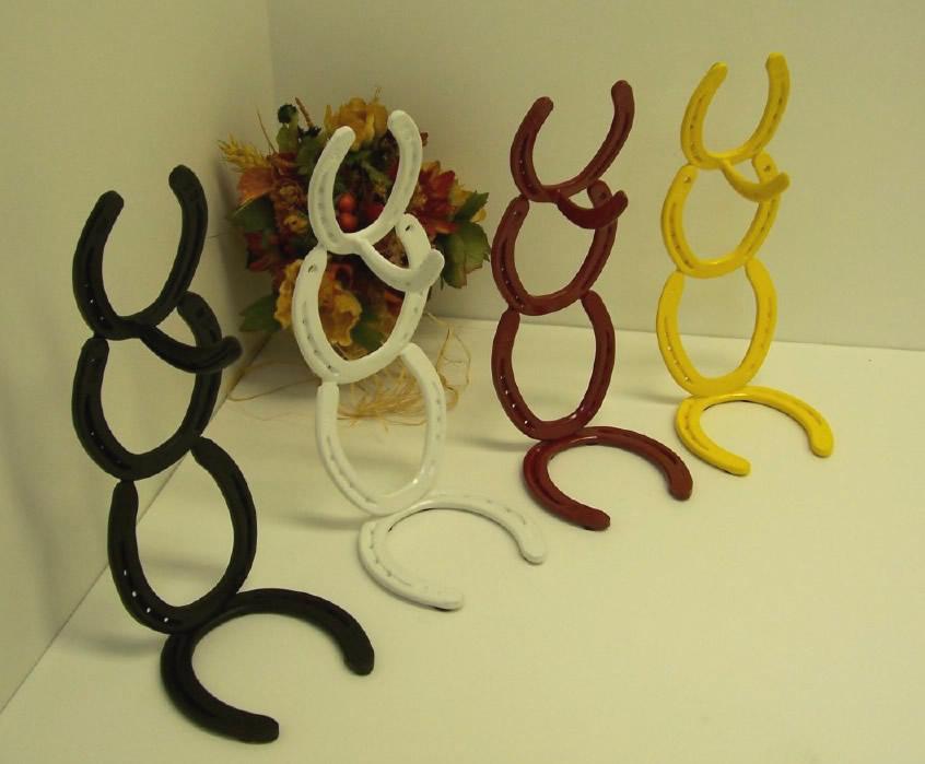 Kitchen decor ideas on pinterest horse shoes horseshoe for Horseshoe kitchen decor